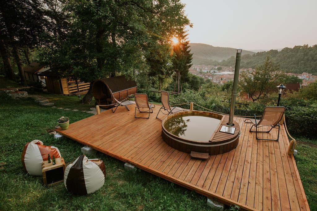 6 locuri de cazare cu ciubar/piscina/jacuzzi/sauna  la munte