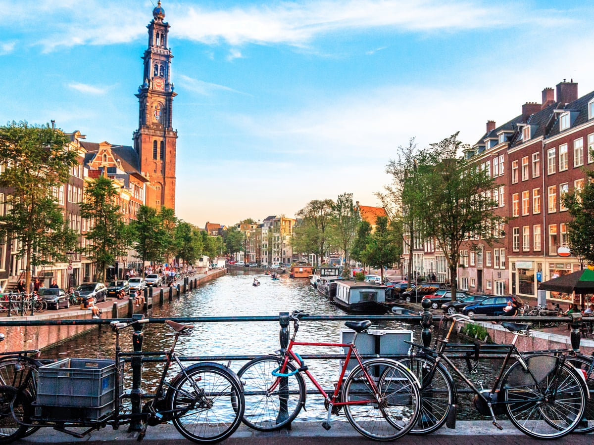 Zboruri Amsterdam – Mai – preturi de la 33 EUR, dus – intors