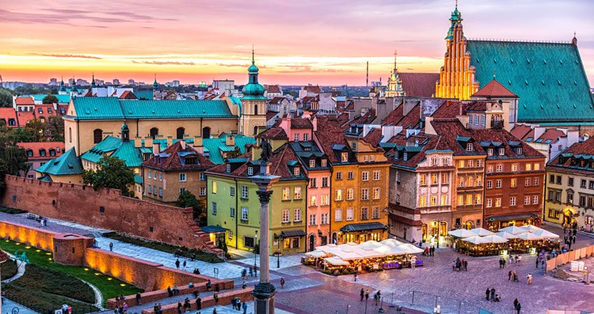 Zboruri Varsovia, 46 EUR dus-intors