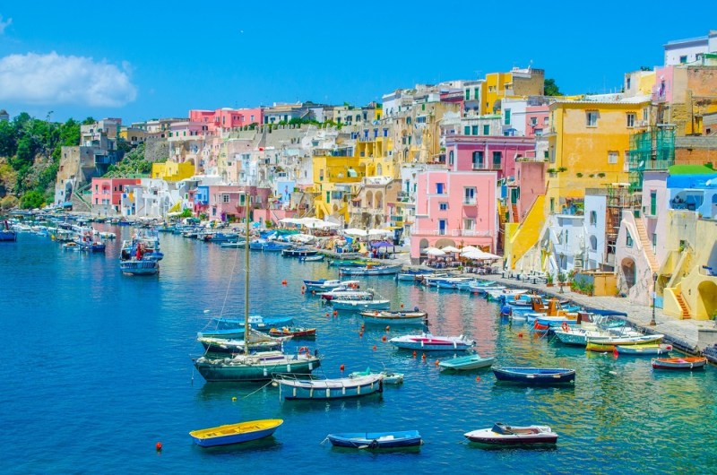 Zboruri Napoli, Italia – Februarie 2021 – 49 lei (dus – intors)