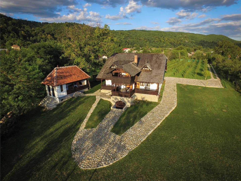 Pensiune traditionala din inima Munteniei cu o priveliste de vis – Romania