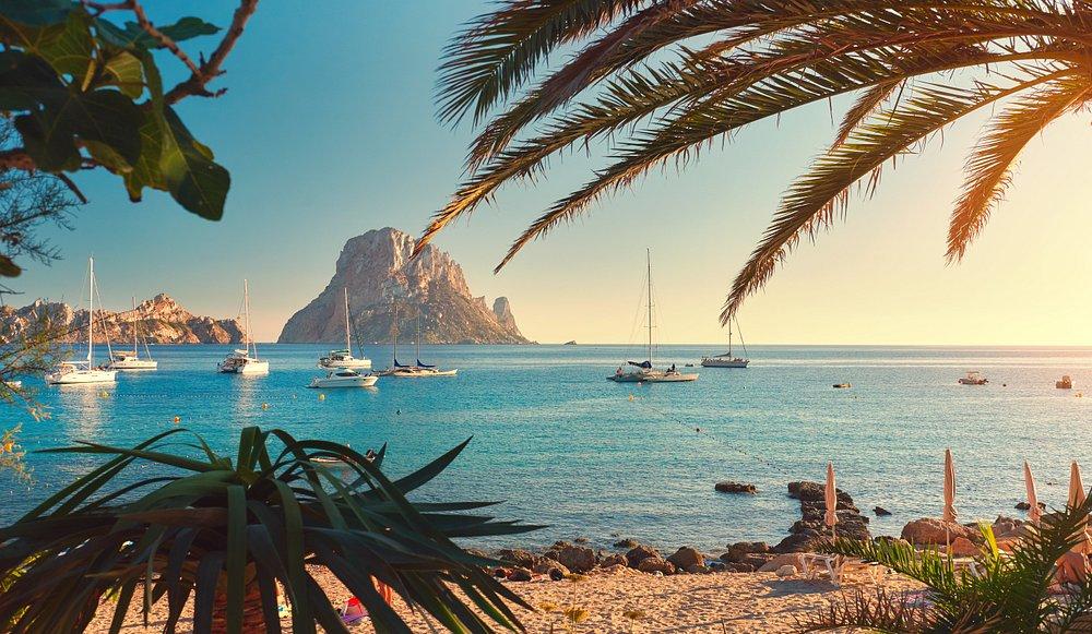 Vacanta ieftina in insula de lux Ibiza, Spania – 255 euro (zbor + cazare 5 nopti) – IULIE 2021