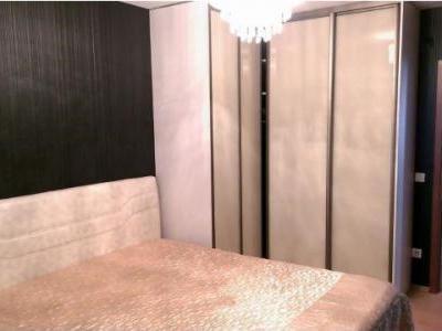 Vand apartament 3 camere semidecomandat, zona Stefan cel Mare