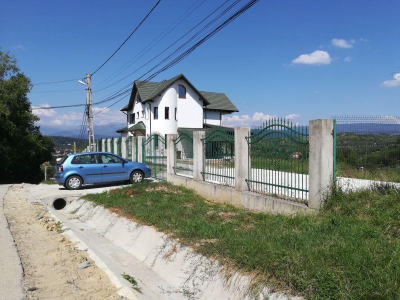 VANZARE VILA Câmpulung Muscel cu vedere deasupra orașului către Făgăraș/Bucegi