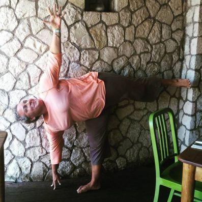 yoga-pose-half-moon-pose-15269-2