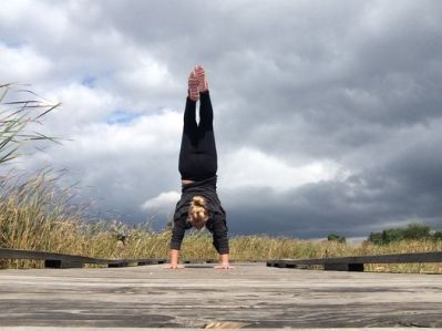 yoga-pose-handstand-12015-2
