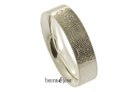 Comfort fit flat band in sterling silver with exterior tip image 2