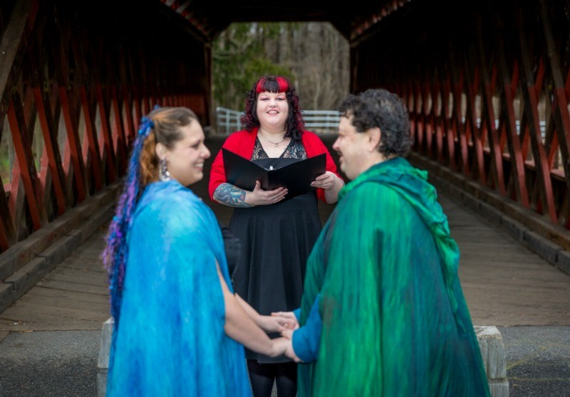 Tips for choosing a wedding officiant as seen on @offbeatbride