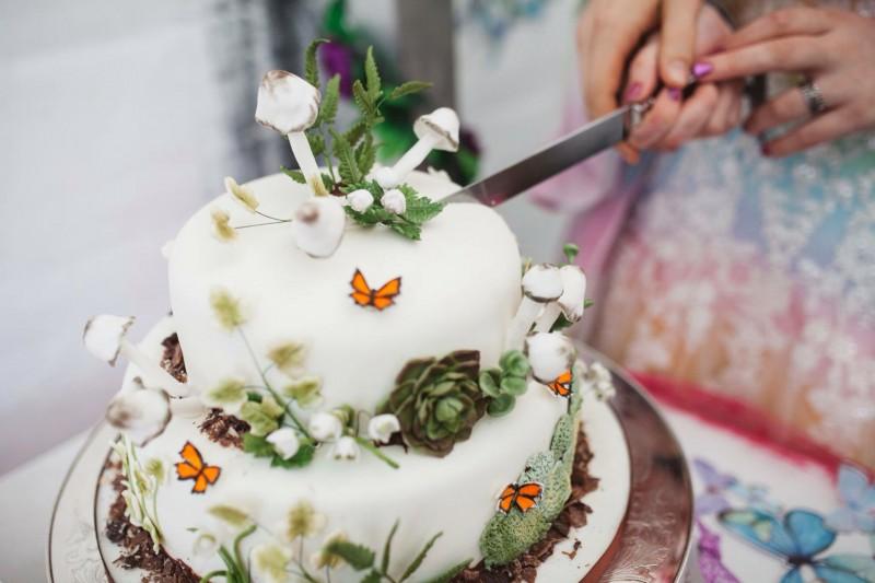 woodland wedding cake on offbeat bride