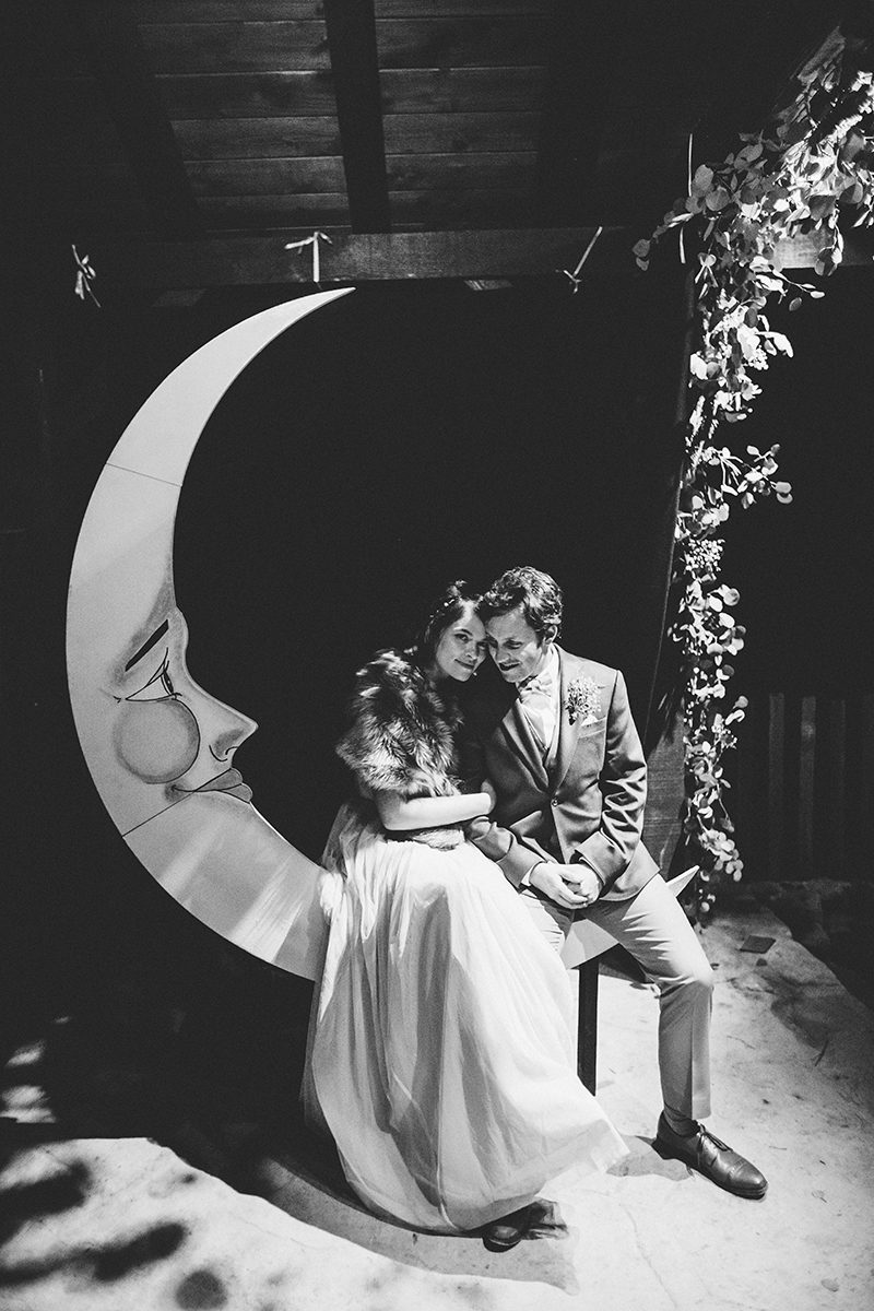 Paper moon photo booth as seen on @offbeatbride