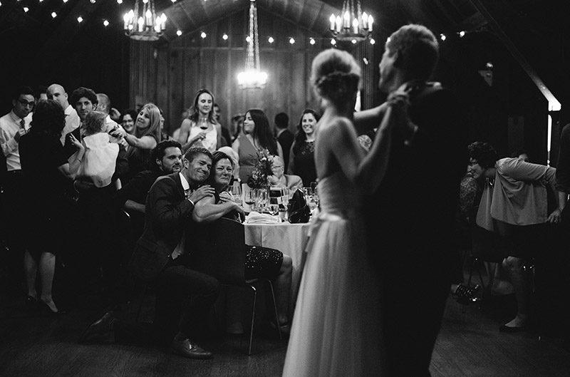 Download your wedding guest seating chart planner from @offbeatbride #weddingplanning #seatingchart #weddingbinder