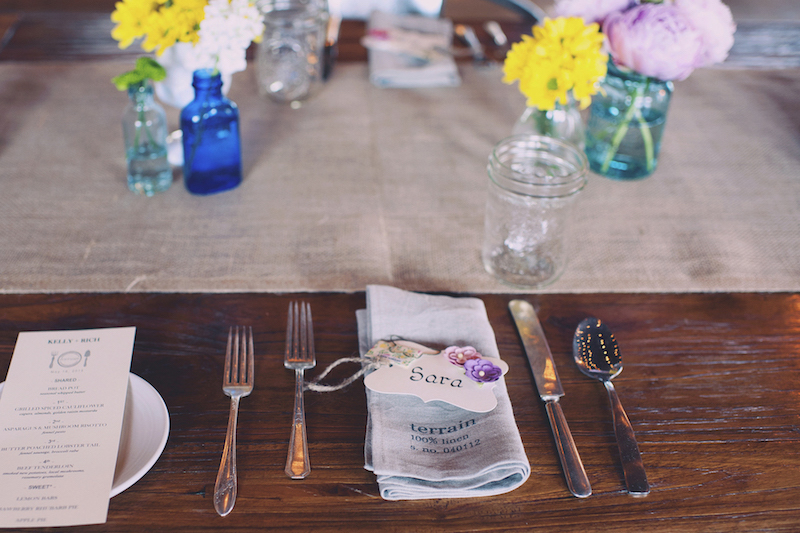 An intimate wedding in Pennsylvania with splashes of DIYed color