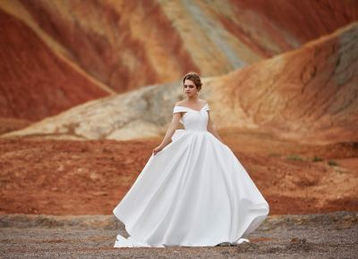 Now is the time to grab a STEAL on fab wedding dresses (& accessories, bridesmaids dresses, and more)