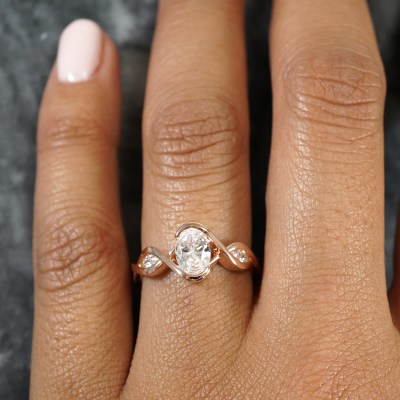 How to find the perfect engagement ring for your person