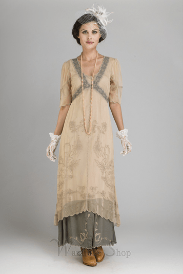 All your Gatsby and Downton wedding dreams are becoming reality with these vintage-inspired dresses