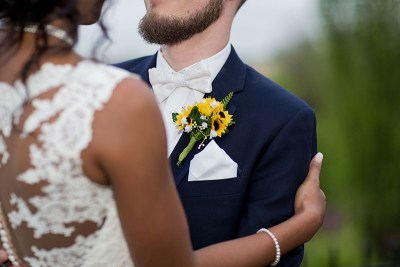 Sunflowers, video games, and ribbon wands at this Kentucky mansion wedding