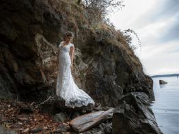 5-modern-aisles-bride-outside