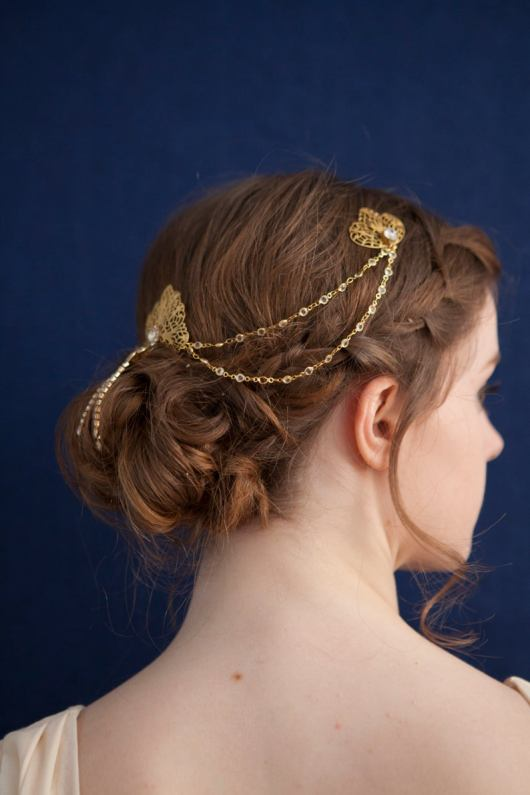 unusual hair accessories rose red rose white on offbeat bride (6)