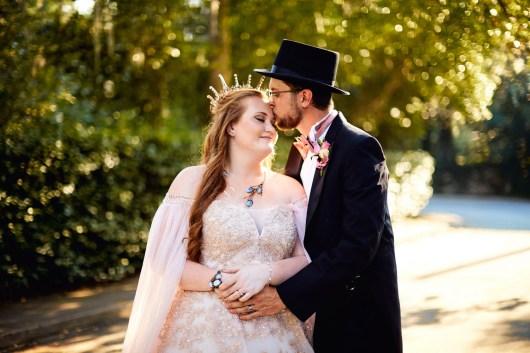 1-luxebylindsay-groom-kisses-bride-on-forehead-golden-hour