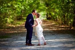8-luxebylindsay-bride-groom-kiss-in-trees