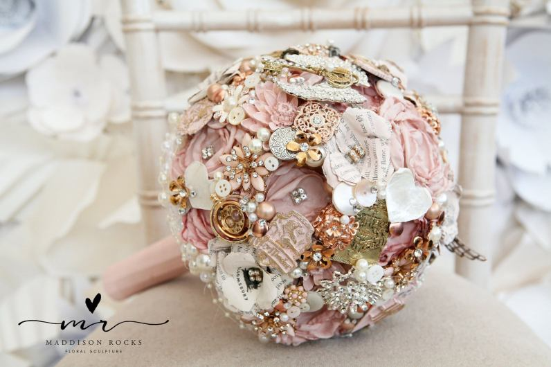 Maddison Rocks Floral Sculpture on Offbeat Bride (5)