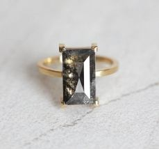 salt and pepper diamond on offbeat bride