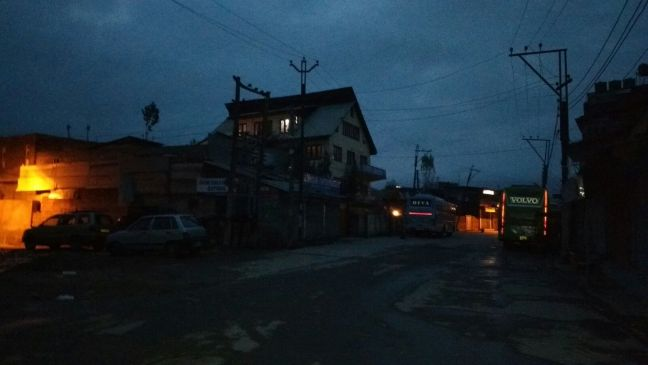 Path to Dal Lake was all dark and cold in the morning: Shikara Ride, Jammu & Kashmir Tourism