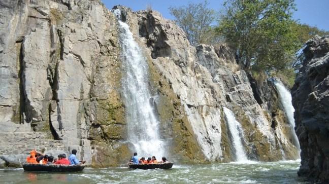 Coracle ride at Hogennakal falls Tamilnadu