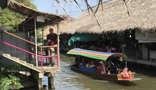 boat shops in Khlong Lat Mayom Floating Market, Bangkok