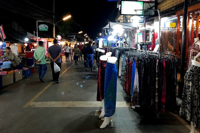 Looking for what to do in Pai Thailand – Head to Pai Night Market and Walking Street. This is the best Pai attraction or one of the best Thailand Night Markets. Pai Night Market Walking Street is ideal for a leisure walk, trying Thai food, shopping, Thai Souvenirs and Shopping. You can even find best Pai Restaurants and bars around – Scooter backpacking trip across Mae Hong Song Loop, Thailand