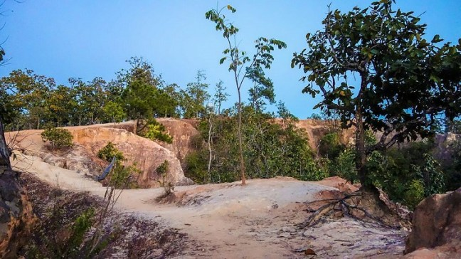 Top things to do in Pai, Thailand – Known as backpackers' paradise, Pai night market and walking street are amazing. Wake up early for Yun Lai Sunrise Viewpoint at Ban Santichon Chinese Village and then visit nearby Mor Paeng Waterfall and Wat Nam Hu. Pai Canyon, Pai Memorial Bridge are Hot Springs are more attractions.