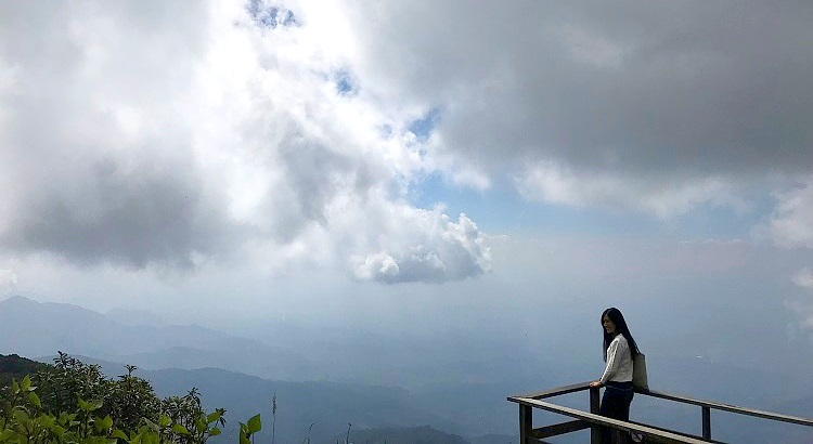 Doi Inthanon (ดอยอินทนนท์), the highest Thailand mountain peak is the best day trip from Chiang Mai – Enjoy Twin Royal chedis, Ang Ka Lunag Natural Trail, Kew Mae Pan Trail and Siriphum Waterfall and Wachirathan Waterfall, deep red rhododendron flowers - Motorbike backpacking trip across Mae Hong Son Loop, Thailand