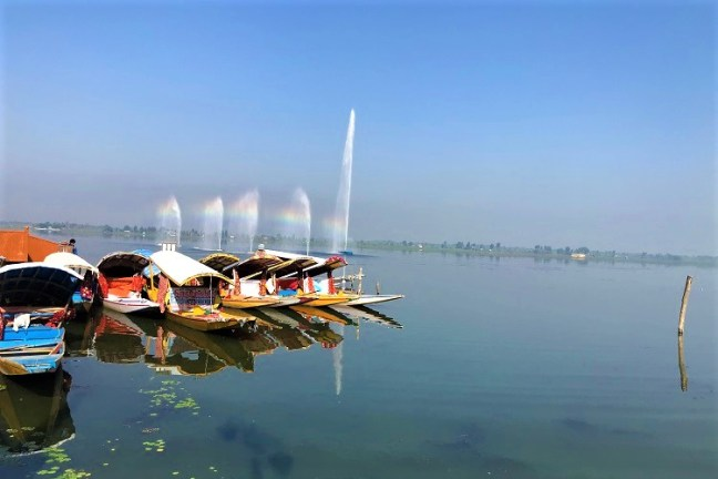 An alluring morning Shikara ride on Dal Lake, Kashmir and a visit to Morning Boat Market in Dal Lake.