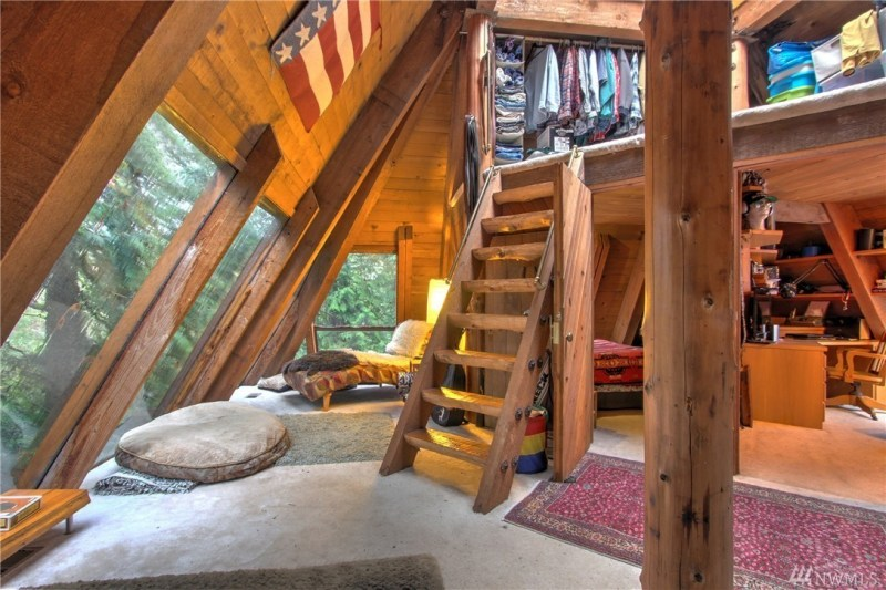 Inside Pyramid Number Two is the living quarters. Complete with closet loft...