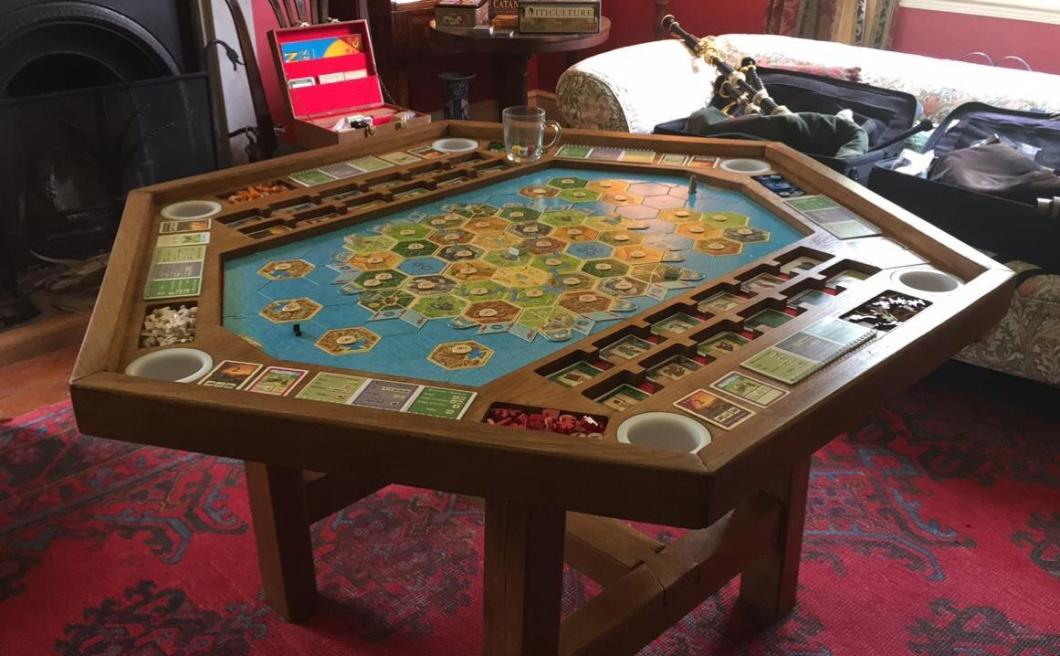 This DIY Settlers of Catan gaming table is game room #goals