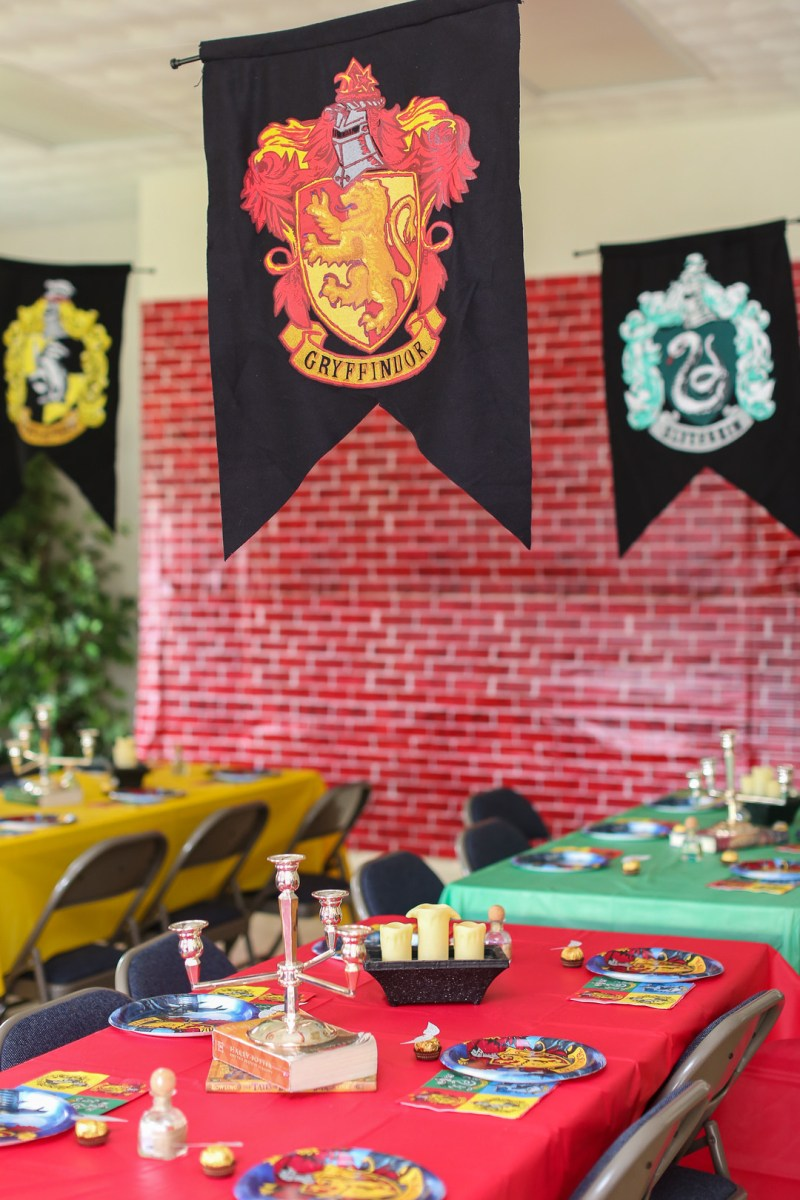 We are STUPEFIED by this Harry Potter birthday party with the most magical cake ever