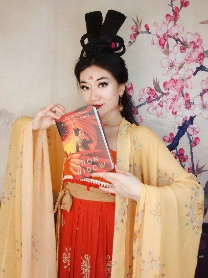 Xiran Jay Zhao dressed Tang dynasty replica ruqun holding a copy of Iron Widow
