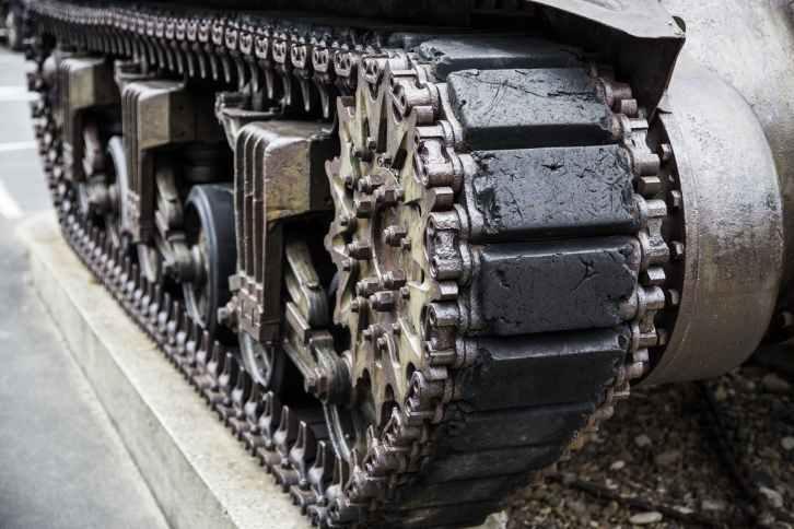gray battle tank during daytime