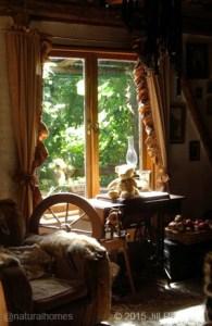 offgrid-jill-redwood front room