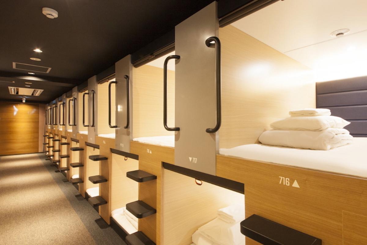 併設のカプセルホテルのベッド 仮眠スペース
