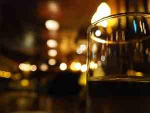 暗い照明のバーも風俗営業許可必要