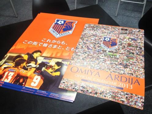 大宮アルディージャの方からポスターとカレンダーをいただきました。