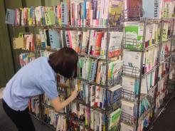 コワーキングスペース7Fの本棚を整理しました。