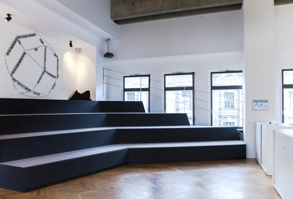 officedropin number 26 Andreas Lukoschek andreasL.de deutsche startups.de 3 1024x696 Have a Look at N26s Berlin Office