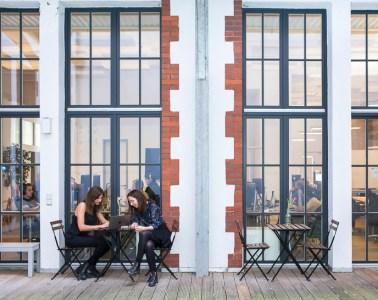 Elinvar, women, working, outside, Terrasse, windows