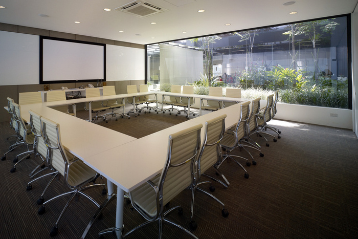 05 of 10 Meeting Room HGmetal-CF029941