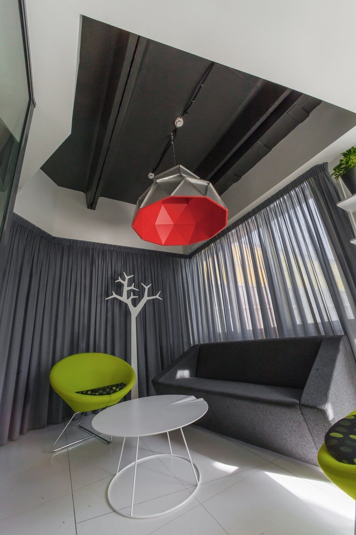 red-square-office-design-12