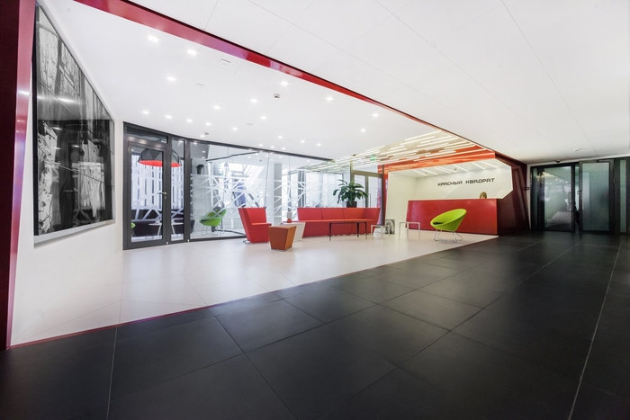 red-square-office-design-13
