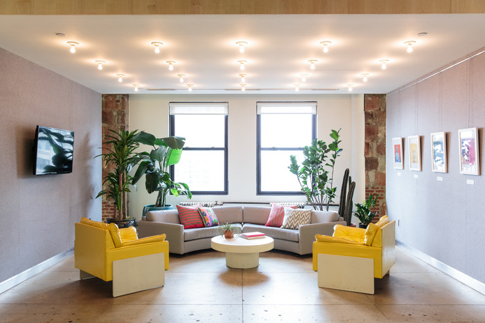 refinery29-office-new-york-city-office-design-2