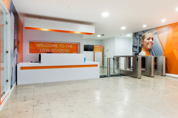 easyjet-gatwick-office-design-1